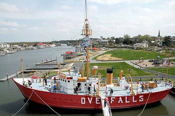 Lightship Overfalls LV 118/WAL 538 Lighthouse, Delaware at ...